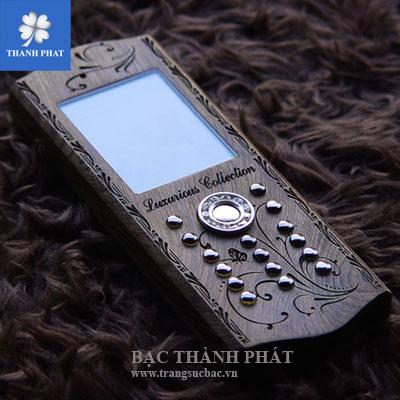 Điện thoại vỏ gỗ phím bạc MB042